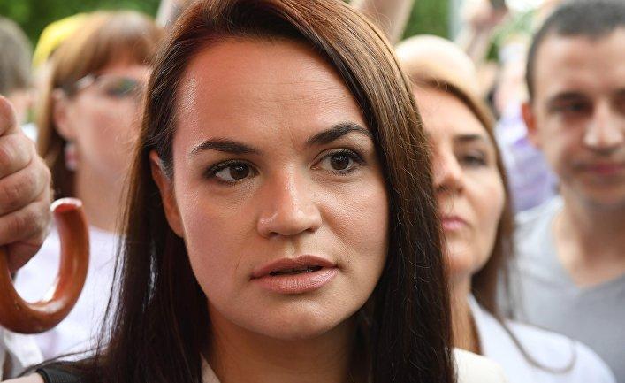 Светлана Тихановская возле избирательного участка в Минске